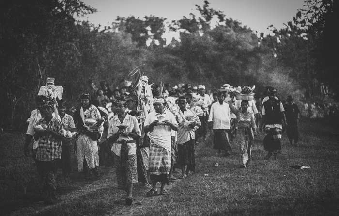 Apel Photography - Street Photography - Journalist Photographers - Bali Masive Cremationan Ceremony - Ngaben di Nusa Penida - Bali Monochrome Photographers (2)
