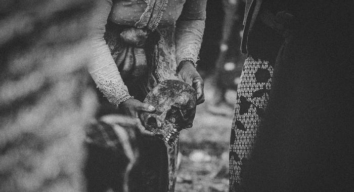 Apel Photography - Street Photography - Journalist Photographers - Bali Masive Cremationan Ceremony - Ngaben di Nusa Penida - Bali Monochrome Photographers (4)