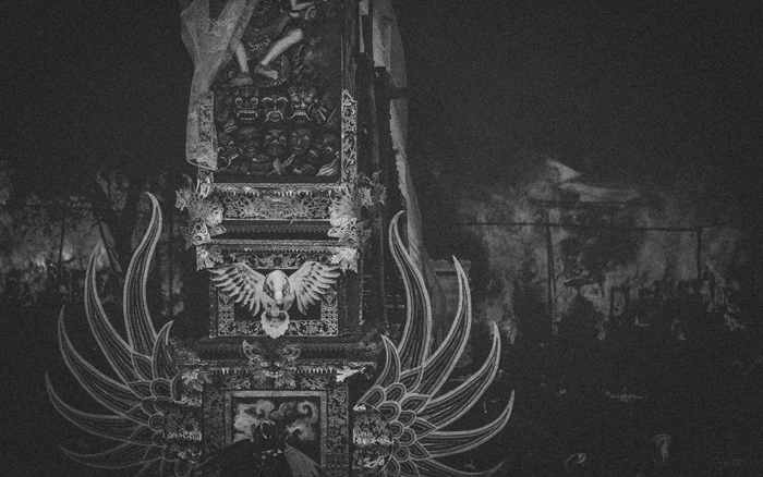 Apel Photography - Street Photography - Journalist Photographers - Bali Masive Cremationan Ceremony - Ngaben di Nusa Penida - Bali Monochrome Photographers (40)