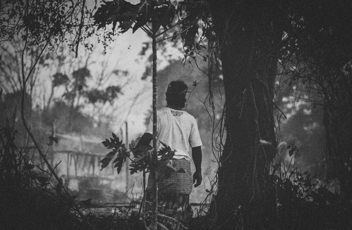 Apel Photography - Street Photography - Journalist Photographers - Bali Masive Cremationan Ceremony - Ngaben di Nusa Penida - Bali Monochrome Photographers (42)