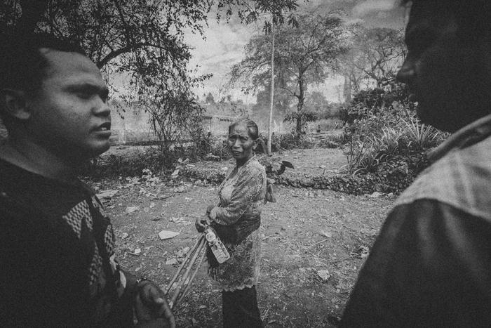 Apel Photography - Street Photography - Journalist Photographers - Bali Masive Cremationan Ceremony - Ngaben di Nusa Penida - Bali Monochrome Photographers (43)