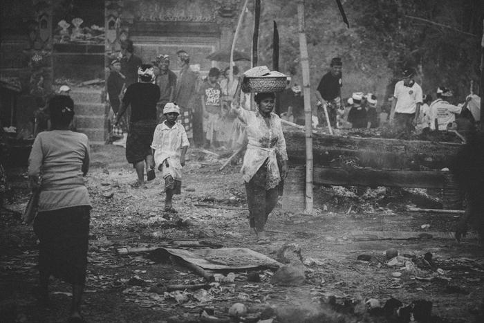 Apel Photography - Street Photography - Journalist Photographers - Bali Masive Cremationan Ceremony - Ngaben di Nusa Penida - Bali Monochrome Photographers (52)