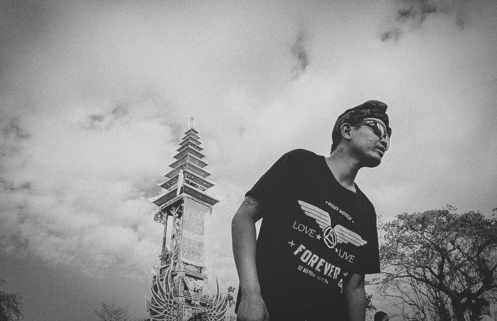 Apel Photography - Street Photography - Journalist Photographers - Bali Masive Cremationan Ceremony - Ngaben di Nusa Penida - Bali Monochrome Photographers (54)
