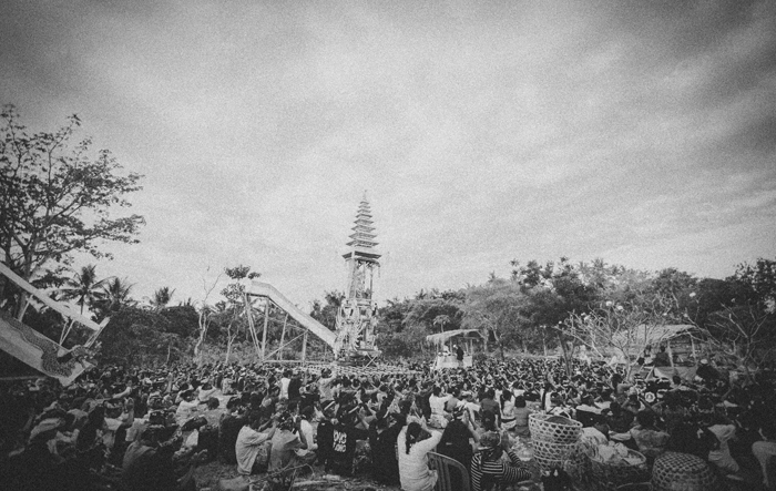 Apel Photography - Street Photography - Journalist Photographers - Bali Masive Cremationan Ceremony - Ngaben di Nusa Penida - Bali Monochrome Photographers (55)