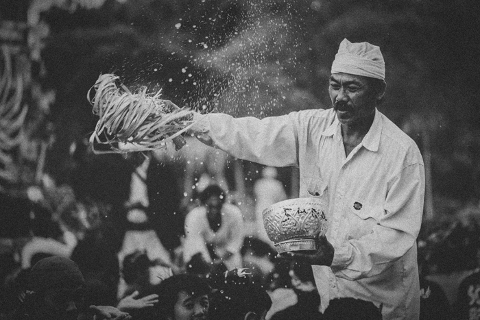 Apel Photography - Street Photography - Journalist Photographers - Bali Masive Cremationan Ceremony - Ngaben di Nusa Penida - Bali Monochrome Photographers (56)